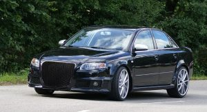 KITT brings you the new Badgeless Front Grille Audi A4 B7 (2004-2008) RS4 Piano Black